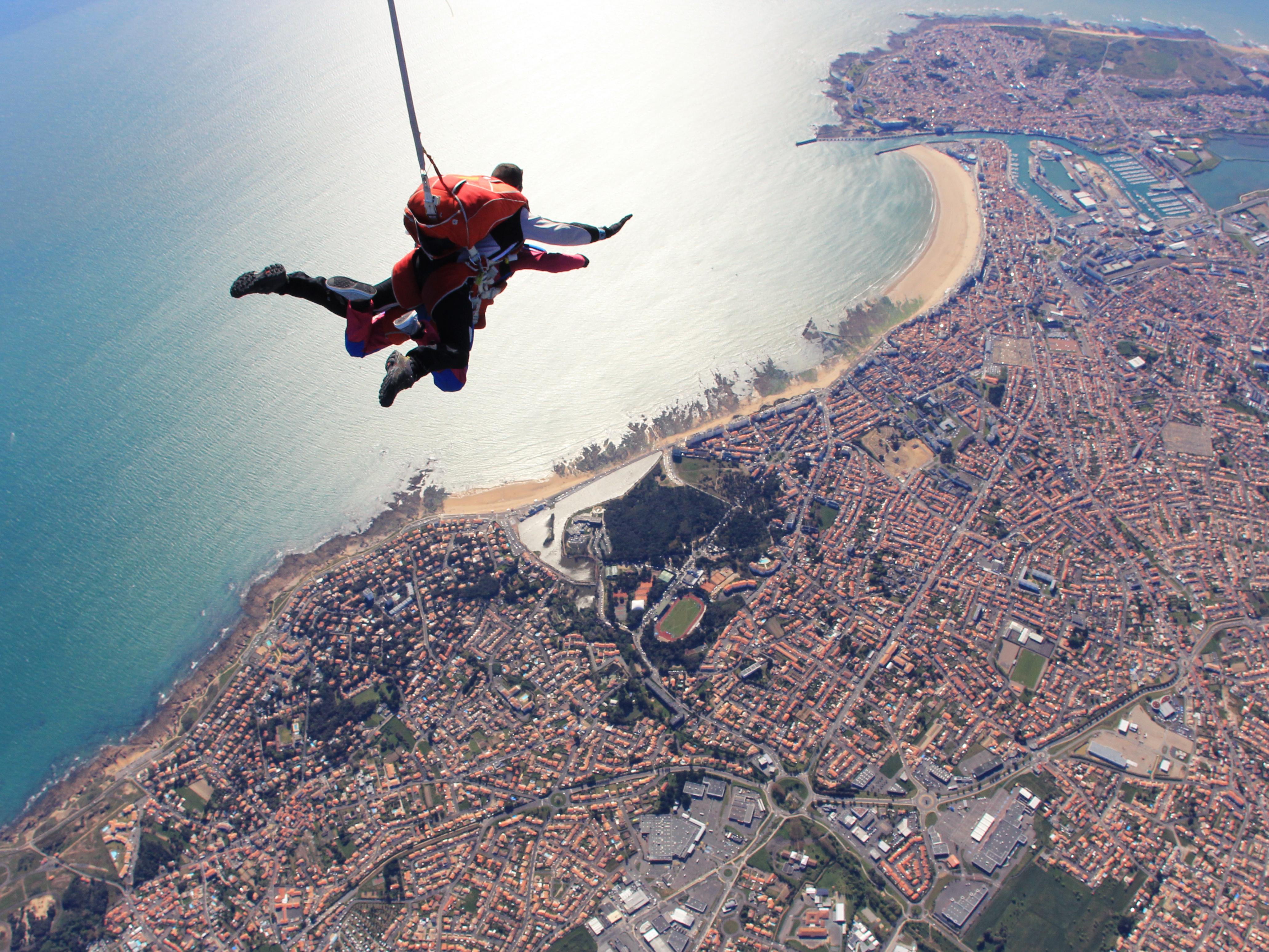 Saut en parachute en tandem cadeaux kazaden - Saut en parachute nevers ...